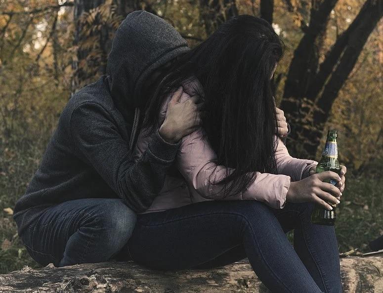 Objawy nadużywania, uzależnienia od alkoholu u nastolatków